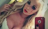 Blondes Tits N Selfie